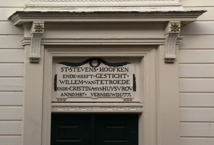 De huidige poort van het St. Stevenshofje.
