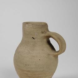 Bierkan van steengoed, 16e eeuw (Lakenhal).